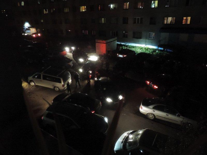 транспортный коллапс после салюта в одном из дворов на Павлика Морозова